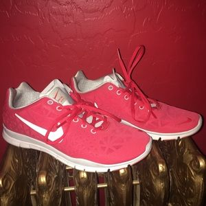Nike Shoes - Nike Free - Size 9 ❤️